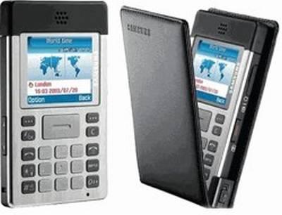 Vemos un celular con aspecto  de calculadora  con pantalla  y teclados y una tapa que parece cuero