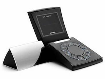 Vemos un celular muy raro en su modelo del 2005 y con un elevado precio