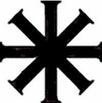 Es una cruz  con ocho brazos usada en los bautizados cristianos
