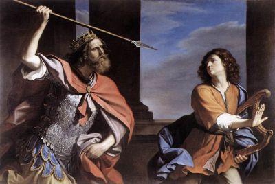 Tenemos un rey con una lanza en una mano y al lado un hombre con un arpa  que sale huyendo