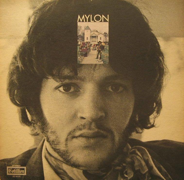 La cara de un joven con una fotografía en la frente que contiene una casa y unas personas cerca