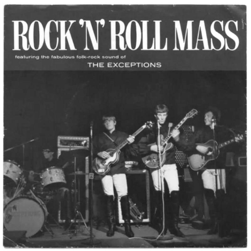 un grupo de rock tocando sus instrumentos en un escenario