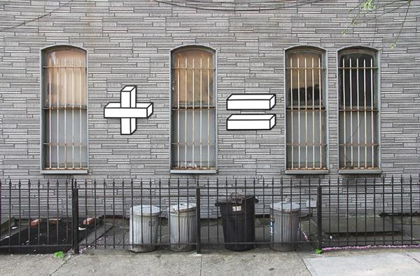 Observamos una pared en tabilla de un edificio y unas ventanas largas con rejas y vidrios primero hay  y luego dos y asi sucesivamente