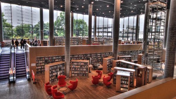 30 bibliotecas con una arquitectura impresionante for Biblioteca arquitectura