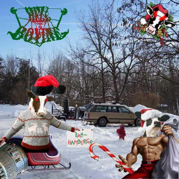 Unos árboles sin follaje mucha nieve vemos unas figuras con buzos y máscaras de vacas y gorros navideños en trineos y letrero con unas palabras en inglés