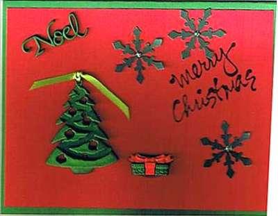 Targetas de navidad rojas con  un arbol y estrella y la palabra noel y una peq ueña canasta de regalo y la palbra merry christmas