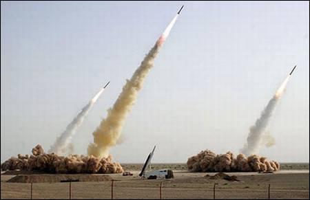 Volvemo a ver los cuatro misiles y uno que falla al ser lanzado