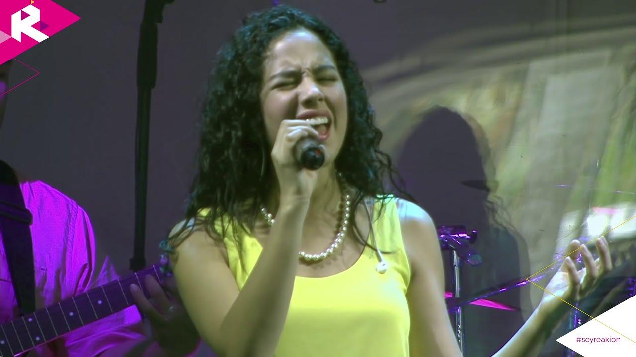 Ana Maria Estupiñan Cantando y Alabando a Dios