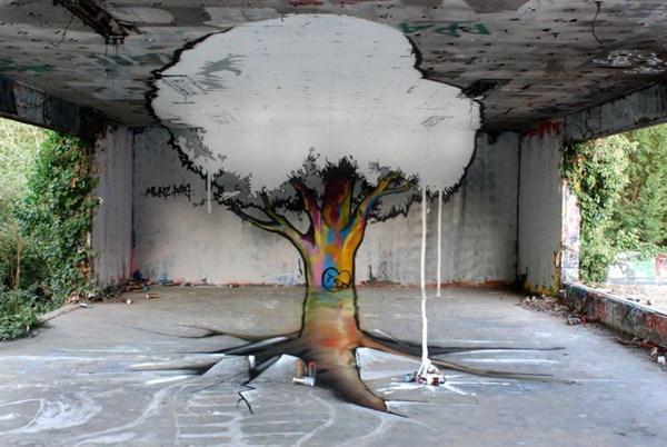 Un árbol en un cuarto el tallo lo tiene de colores y sus hojas son blancas del color del cemento