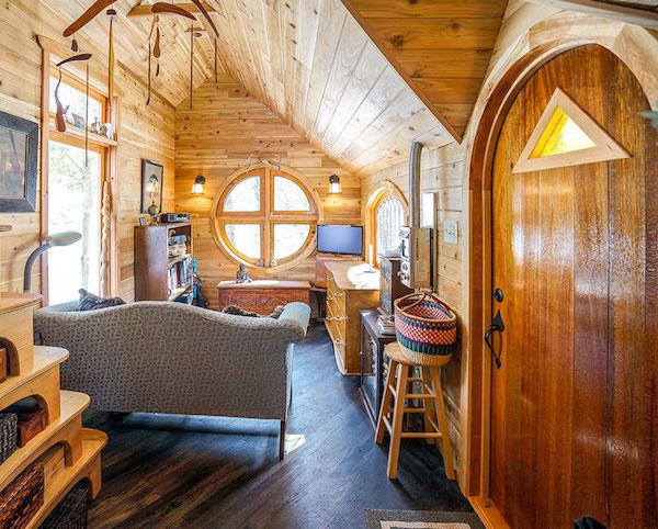 Una sala de una minicasa