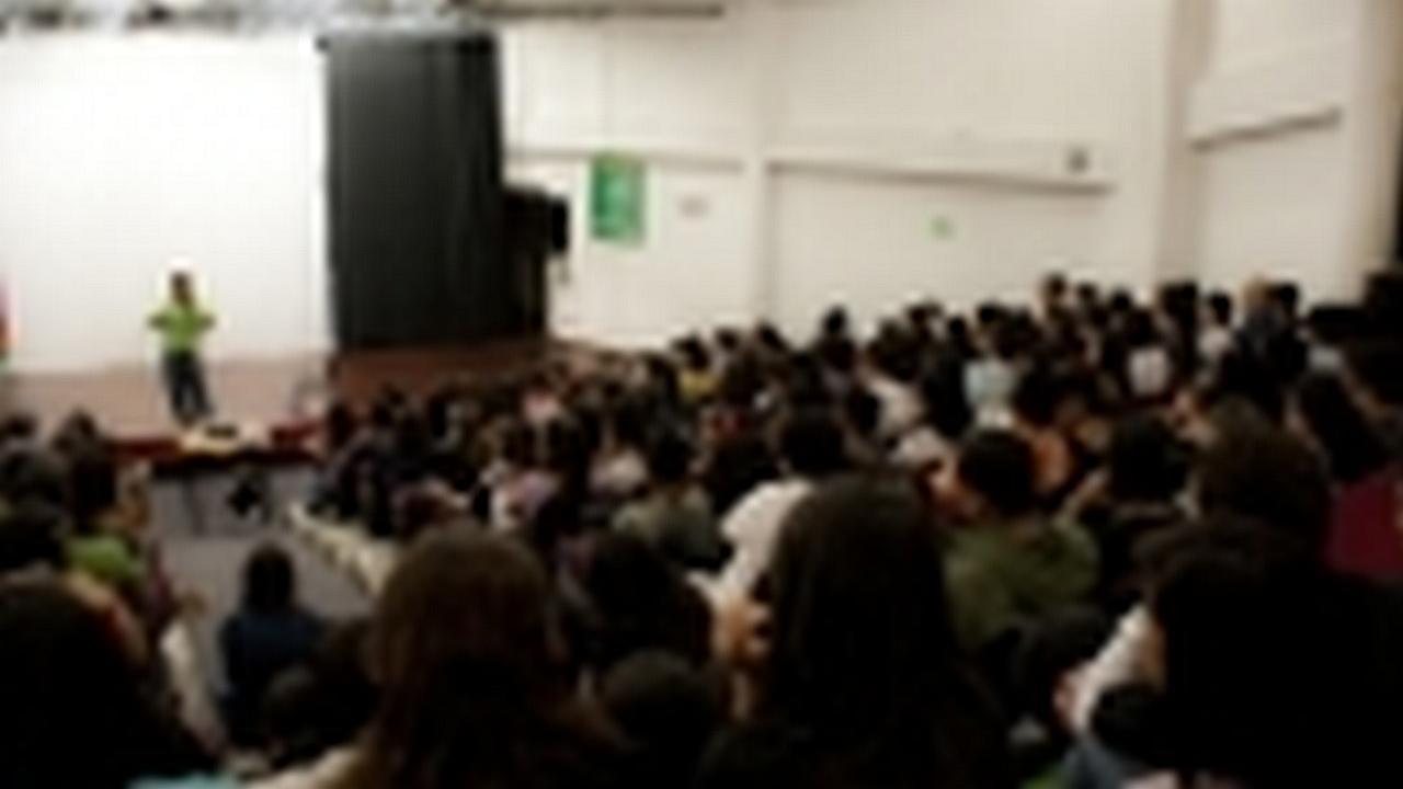 Conferencia Alex Chiang: -Amor real o atracción fatal-