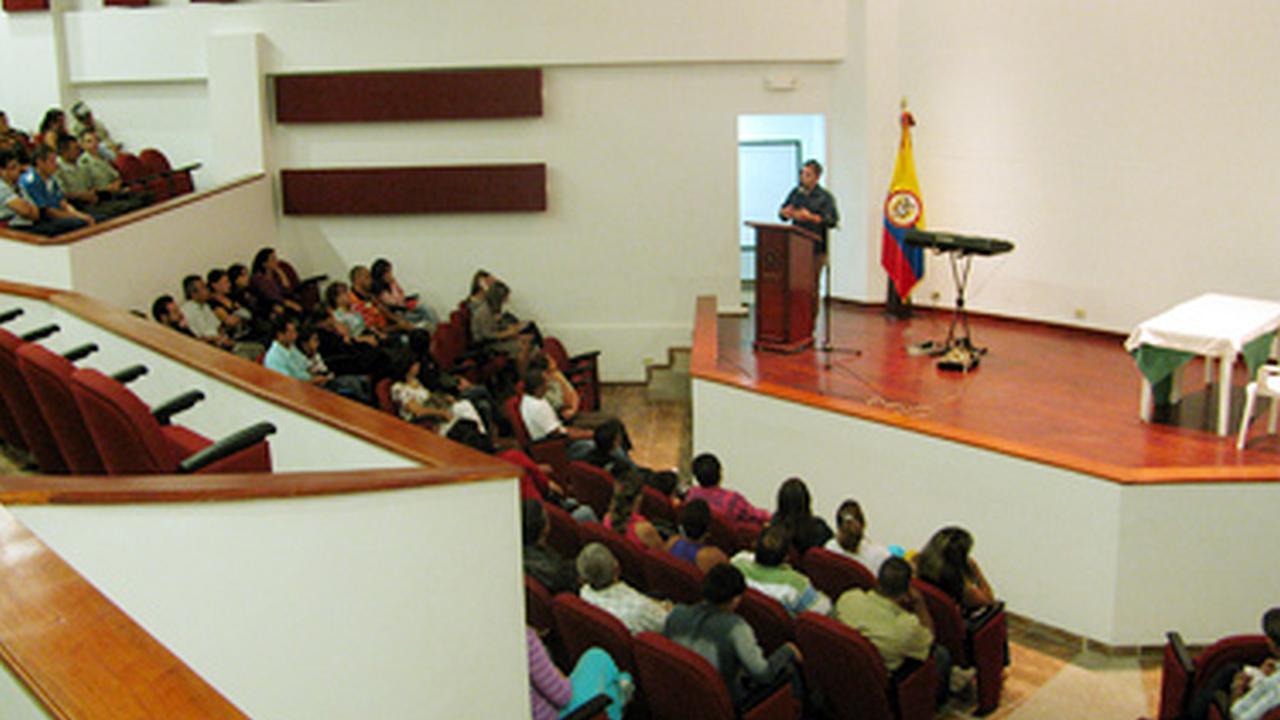 Conferencia en la Policía Nacional