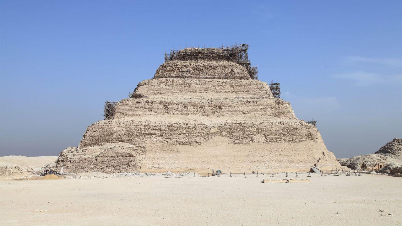 Descubren pirámide de 4300 años.