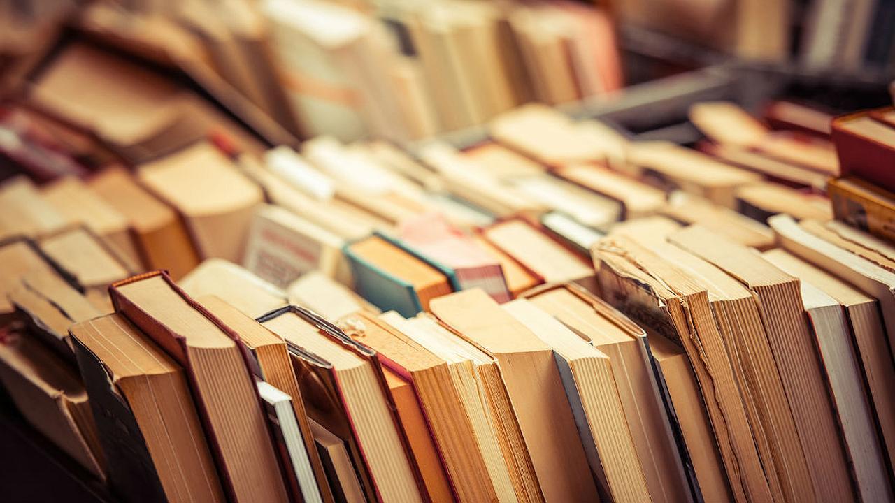 Devuelven libro a biblioteca 41 años después de prestado