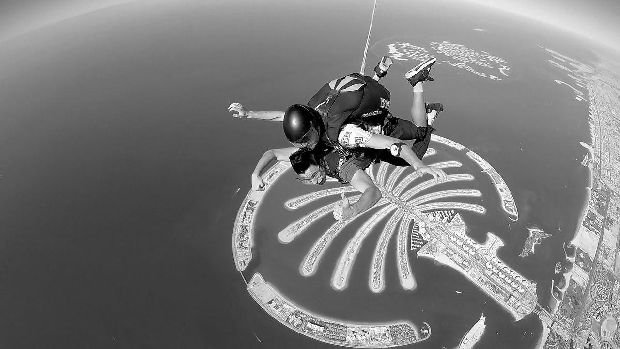 El joven y el paracaidas