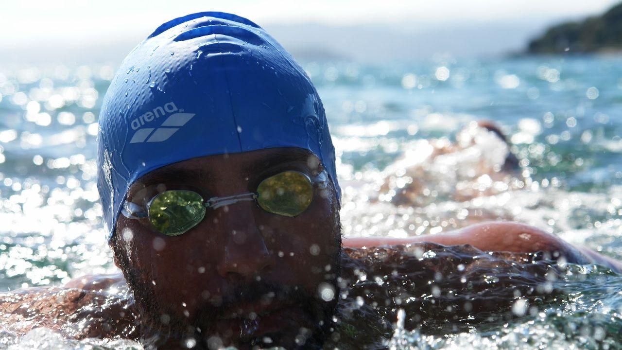 El primer nadador sin brazos en cruzar el estrecho de Gibraltar