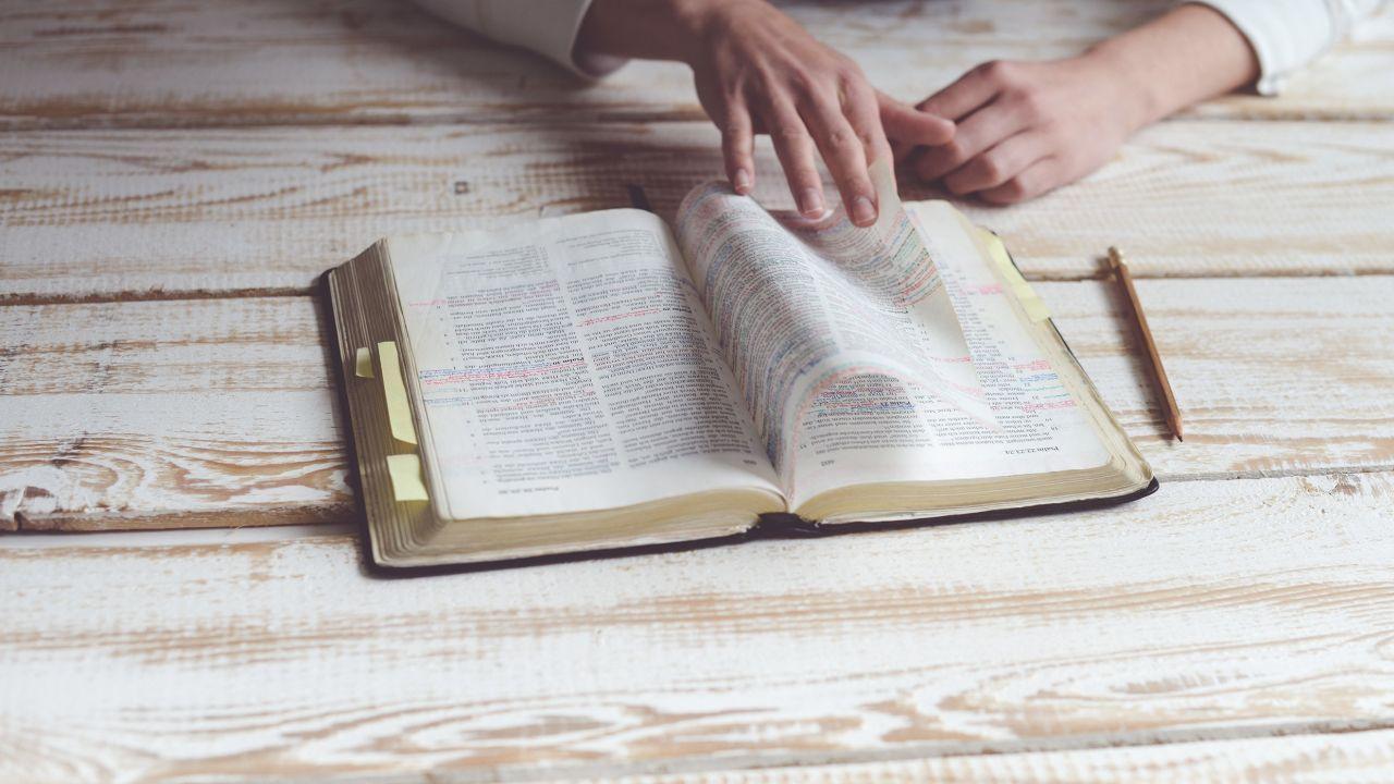 El Versículo Más Largo y El Más Corto de la Biblia que No Conocías