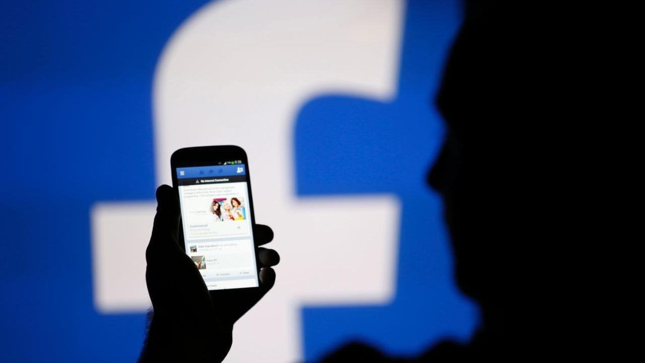 Enferma navegando por Facebook pierde su trabajo