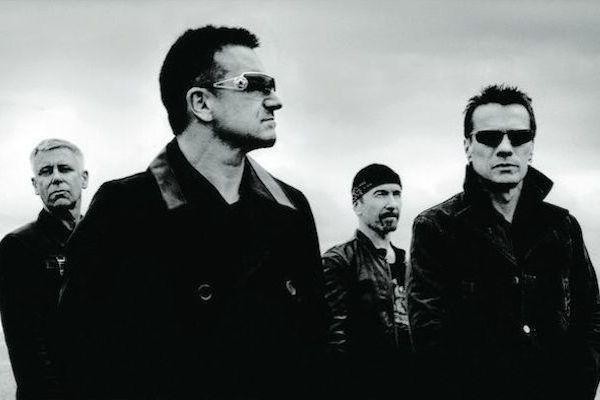 Un grupo de rock ya maduros con gafas negras y con aire despreocupado