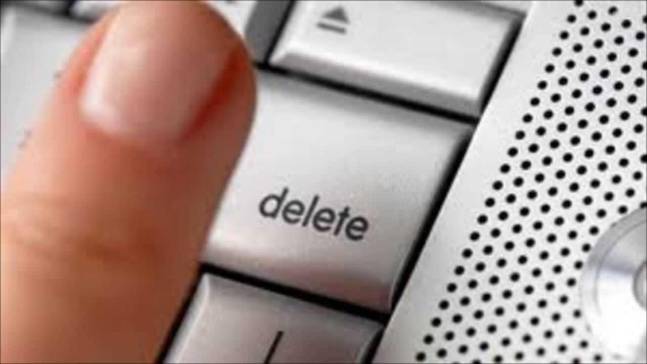 Vemos un dedo de una persona que obtura un botón para eliminar algo que no necesita