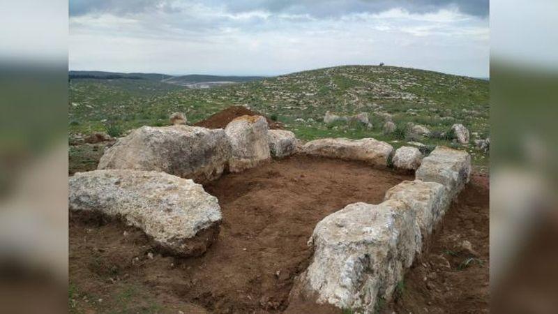 Piedras grandes formando un cuadrado