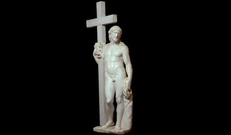 Jesús parado al lado de la cruz