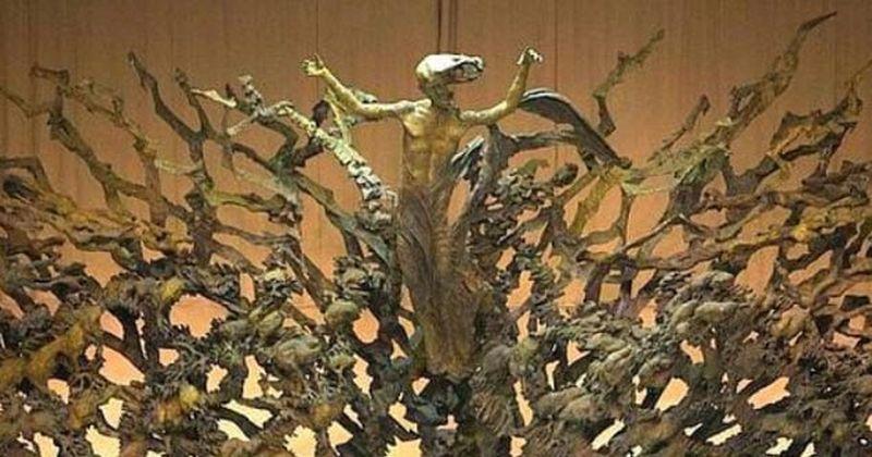 Jesús en la resurrección en medio de caos