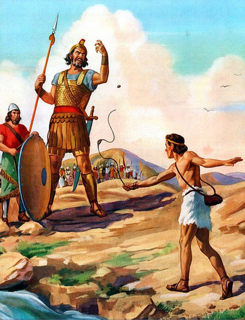 Hombre delante de un gigante tirandole una piedra