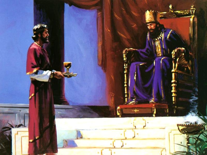 Hombre delante de un rey sosteniendo una copa
