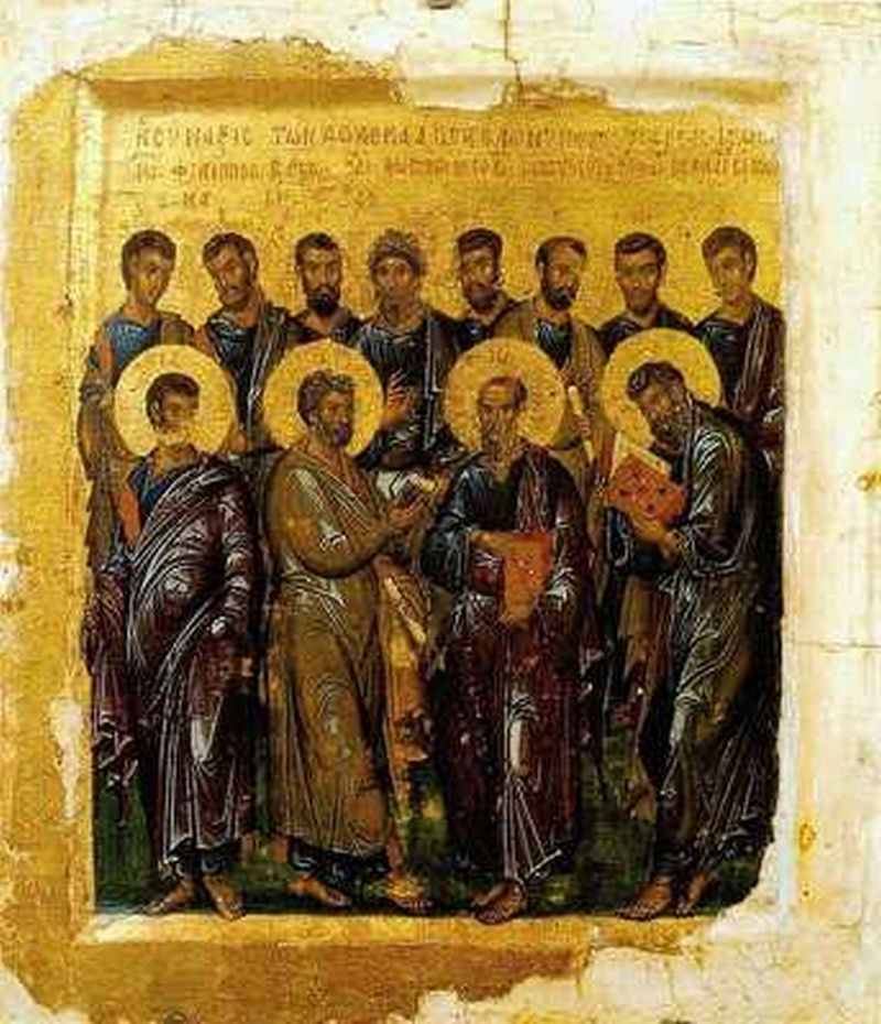 Varios hombre que les rodea una luza en sus cabezas