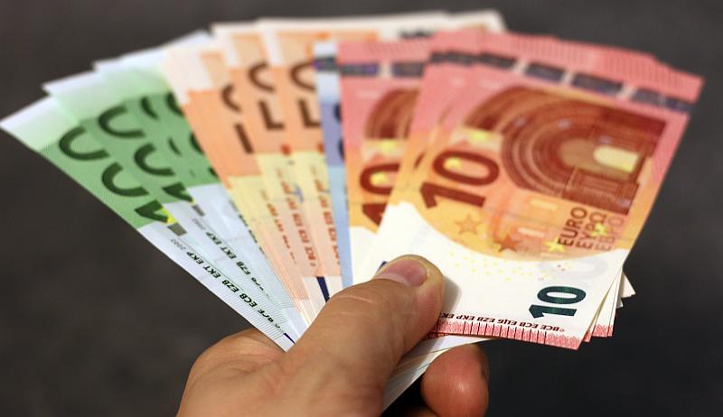 Tenemos aqui billetes de varios colores y varias  denominaciones