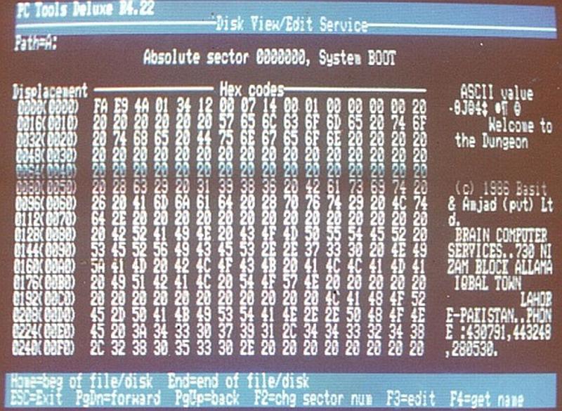 Vemos la pantalla de un pc llena de numeros letras