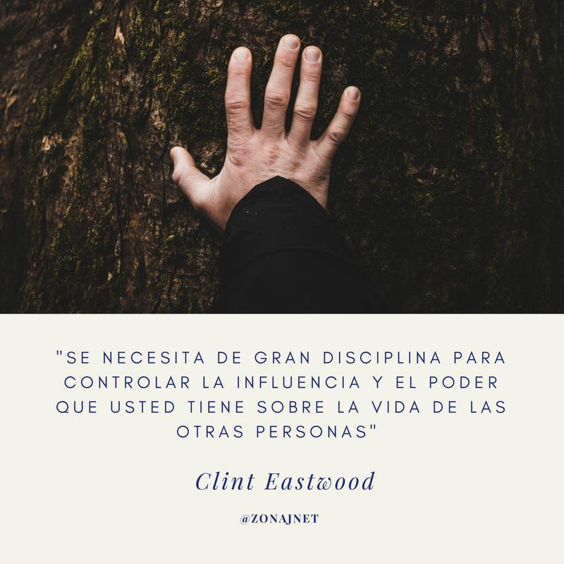 Vemos un tronco de un árbol y sobre el uno mano  abierta y con otro mensaje de la autodisciplina