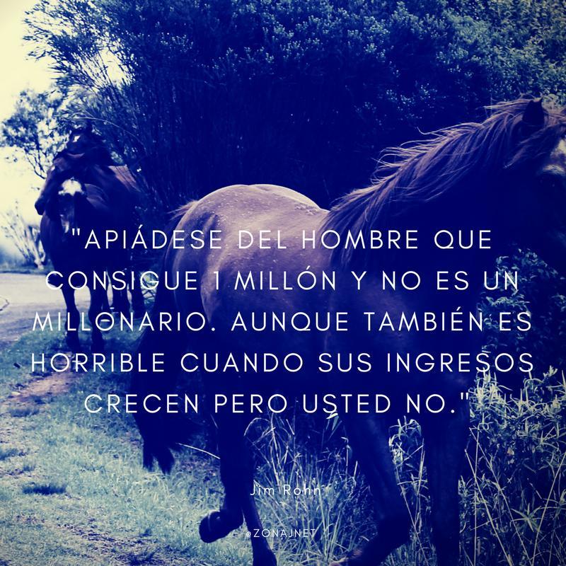 Vemos un campo donde se ven caballos y tiene un mensaje del hombre que crece en ingresos pero el no