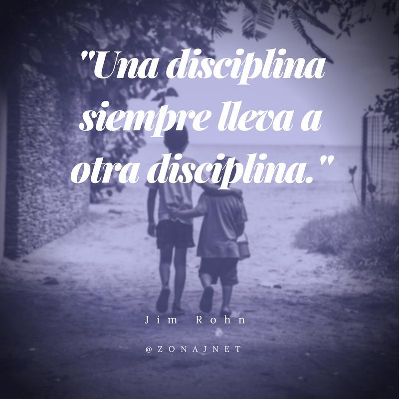 Vemos a un par de niños abrazados que camina tranquilos donde dice una disciplina lleva a otra disciplina