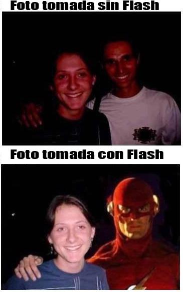 Una foto de dos personas, la foto quedo muy oscura