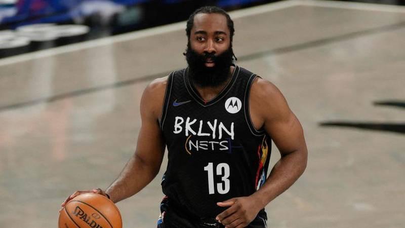 Un jugador de Baloncesto sonriendo muy amable