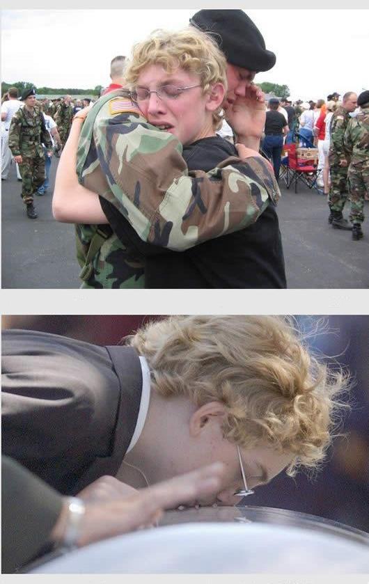 En la primera foto hay dos personas abrazandose una con un traje de militar y la otra es una persona mona de gafas y camisa negra; en la segunda foto se muestra la persona mona dandole un beso a un instrumento musical