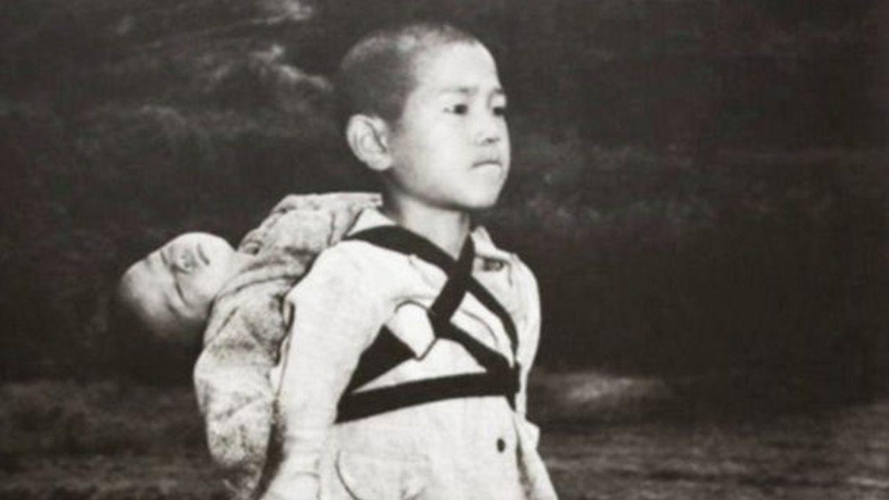 El Huérfano con su Hermano Fallecido Cargado en la Espalda