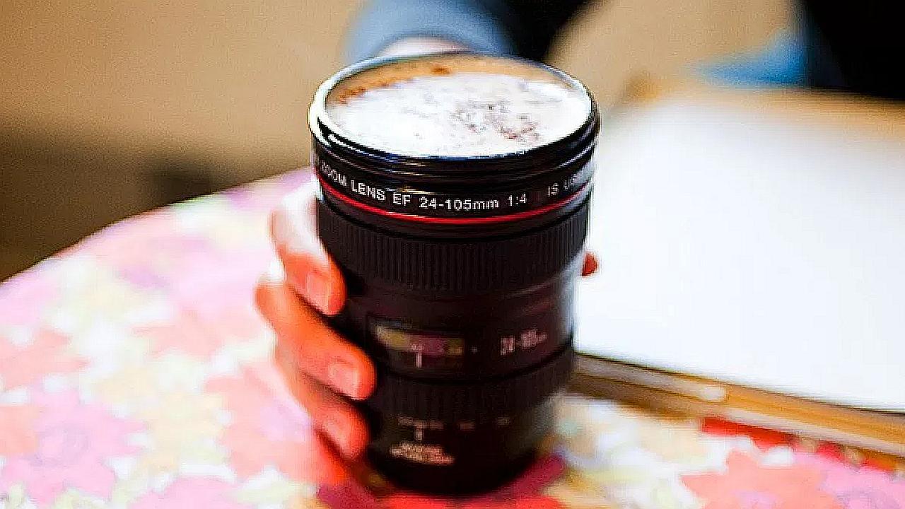 Jarron para el café en forma de lentes para cámara fotográfica