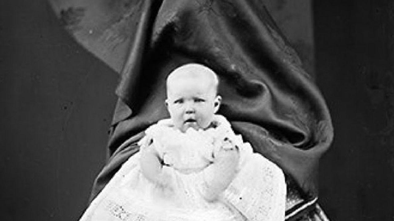 Extraña técnica fotográfica: La madre escondida