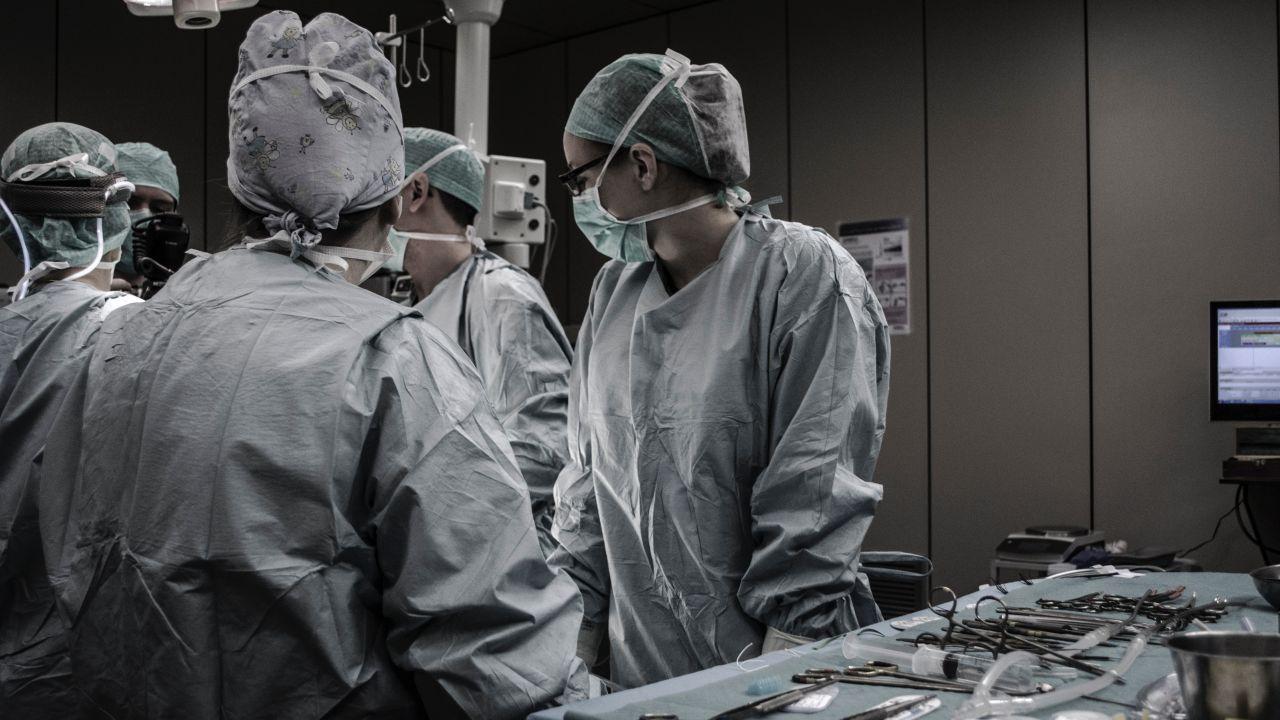 Las 5 Personas Más Adictas a las Cirugías que se Ven Deformes Hoy