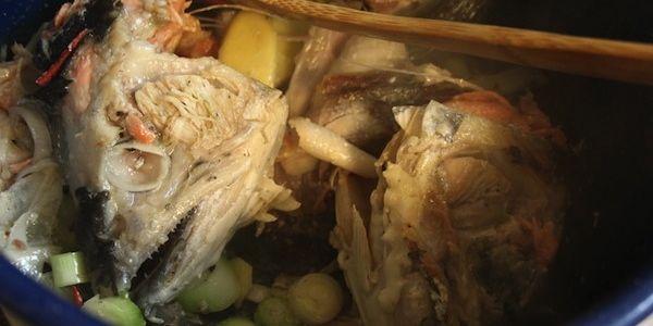Unas cabezas de pescado muy gruesas  ya servidas