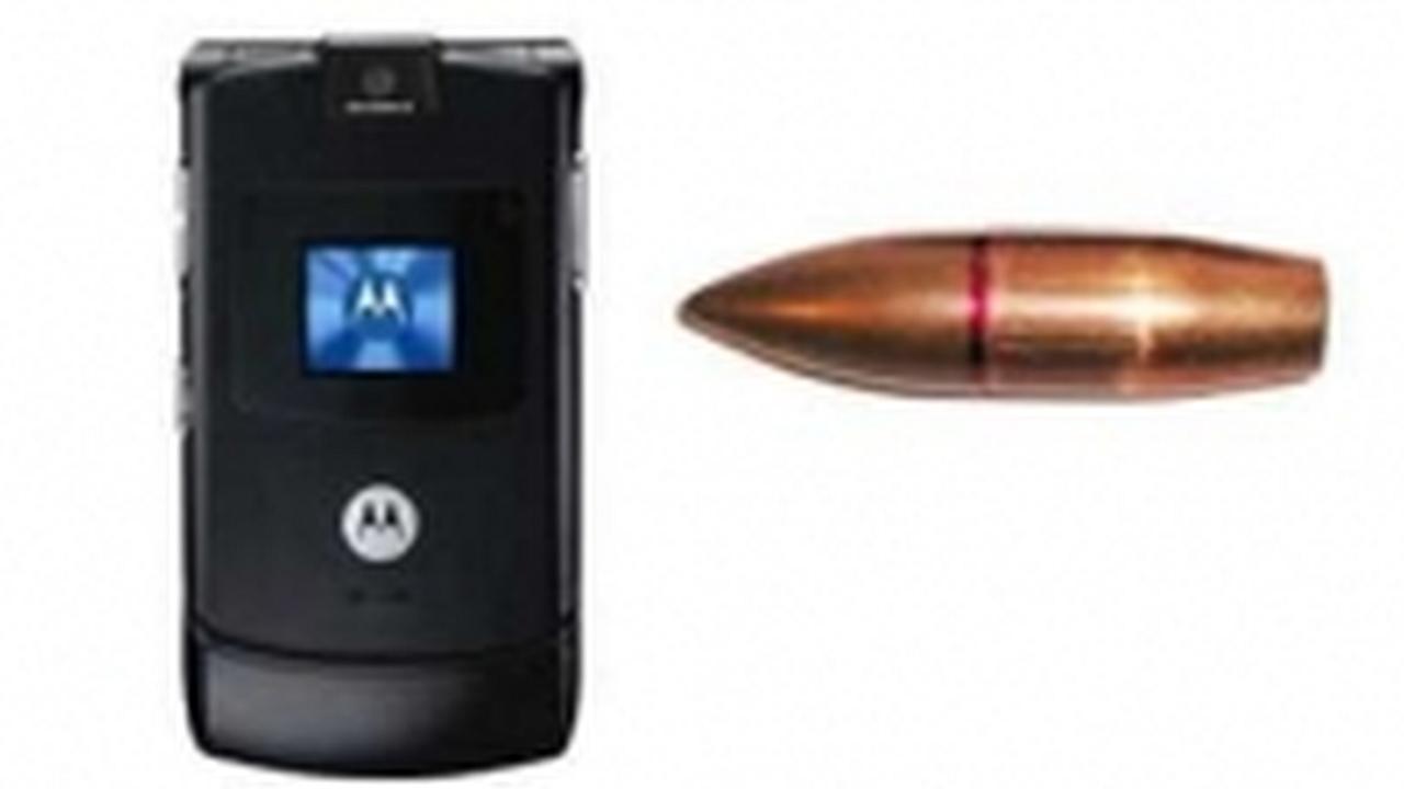 Moto RAZR de Motorola salva la vida de su dueño