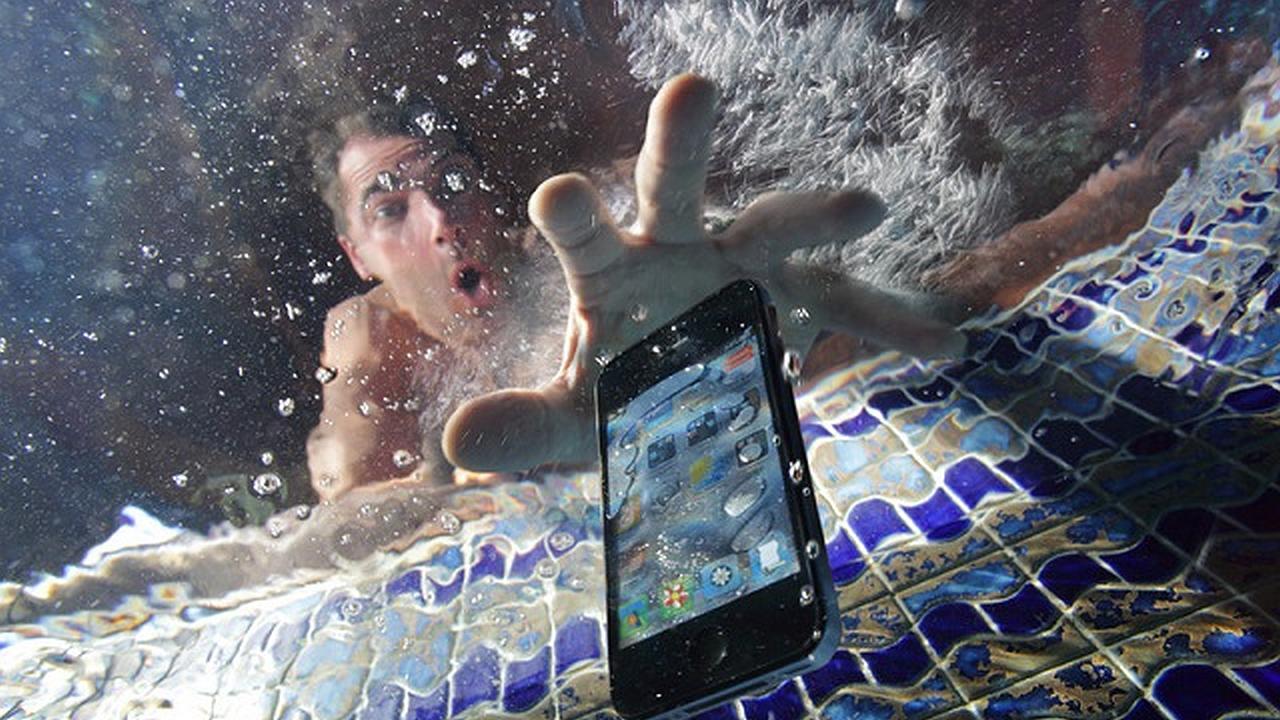 ¡Oh o, mi Celular Ha Muerto Luego de Caer al Agua!