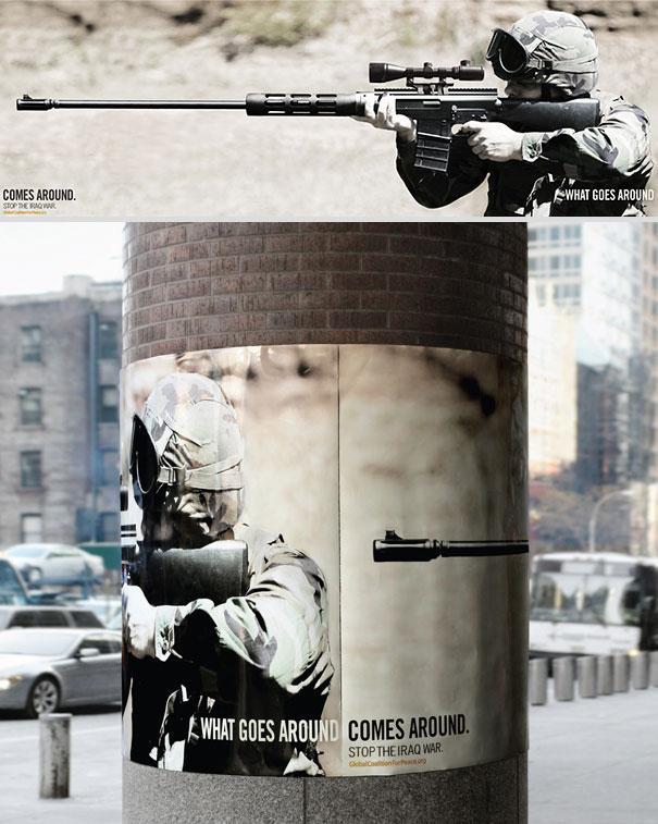 Aqui hay una gran columna con un afiche donde se ve un soldado con un arma  pero en  afiche dice parar la guerra de Iraq
