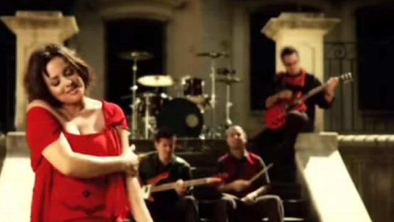 Rojo - Tu amor hace eco en todo mi universo