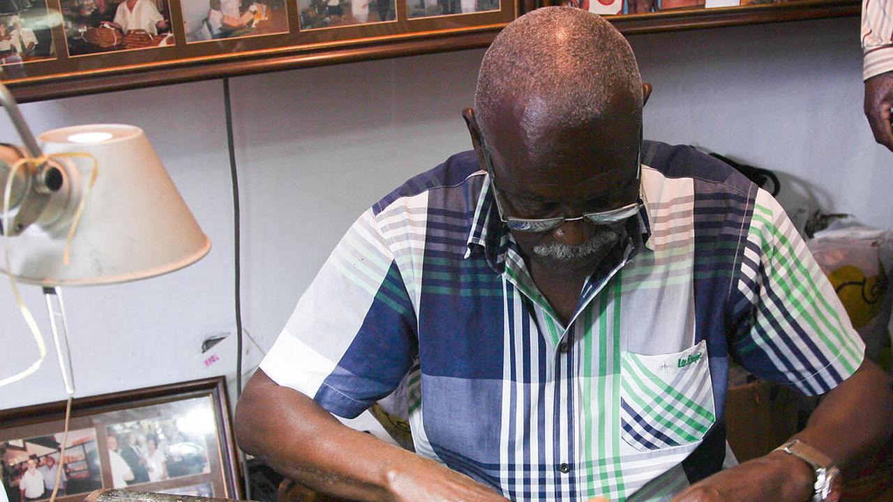 Tabaquero cubano hizo el puro más largo del mundo