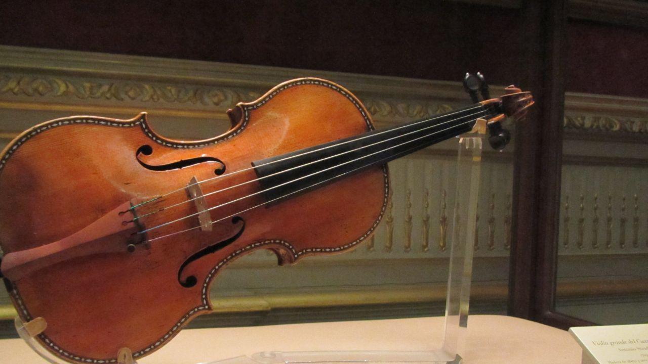Un taxista devuelve un Stradivarius olvidado por un cliente