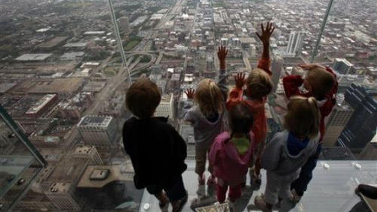 Un balcon a 415 metros de altura hecho de cristal